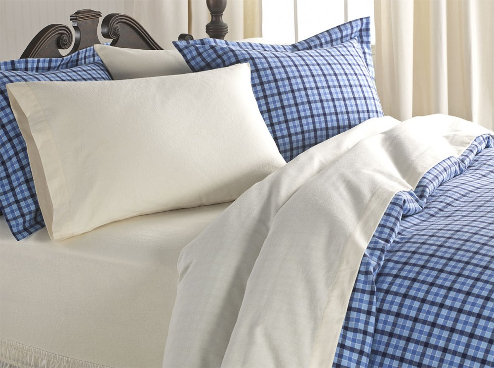 comfy pillows and bedding
