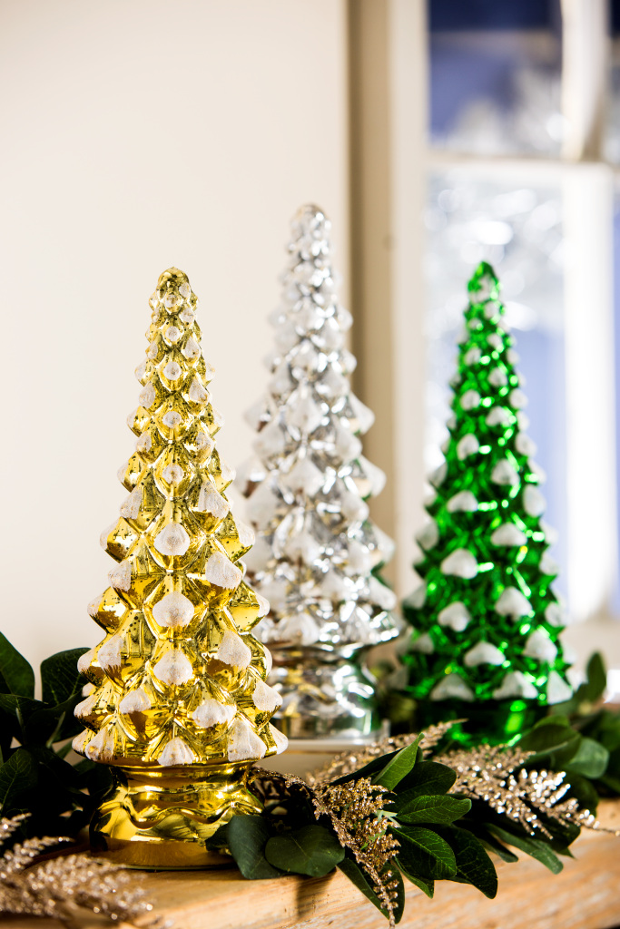 Classic Christmas Tree: Meaningful Holiday Gifts