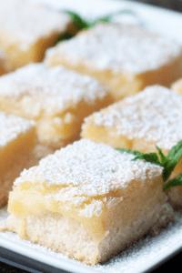 No-bake creamy lemon bars with powdered sugar